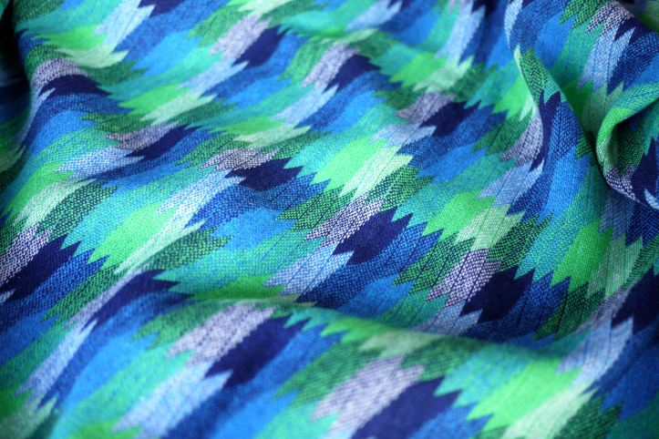 blue_green_wool_right_side2